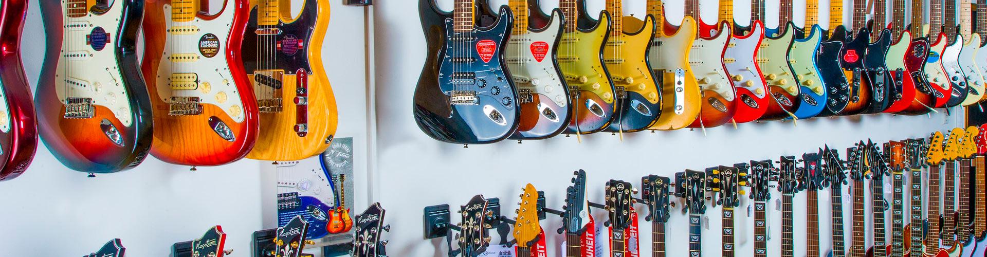 E-Gitarrenabteilung des Musikhaus Beck