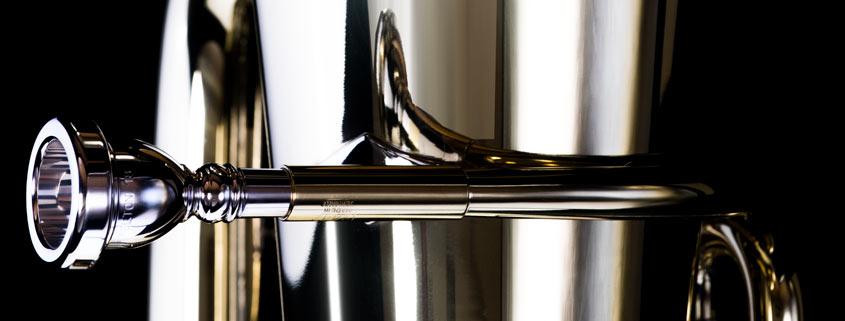 Über 40 Tuben in ständiger Präsentation. Blechblasinstrumente, hochwertige, große Auswahl im Musikhaus Beck