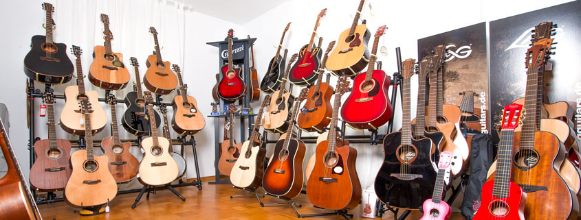 Akustikgitarren in bunter Auswahl im Musikhaus Beck