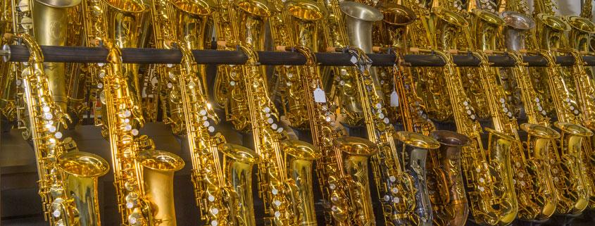 Saxophone in Topauswahl. Über 60 Instrumente in ständiger Präsentation.