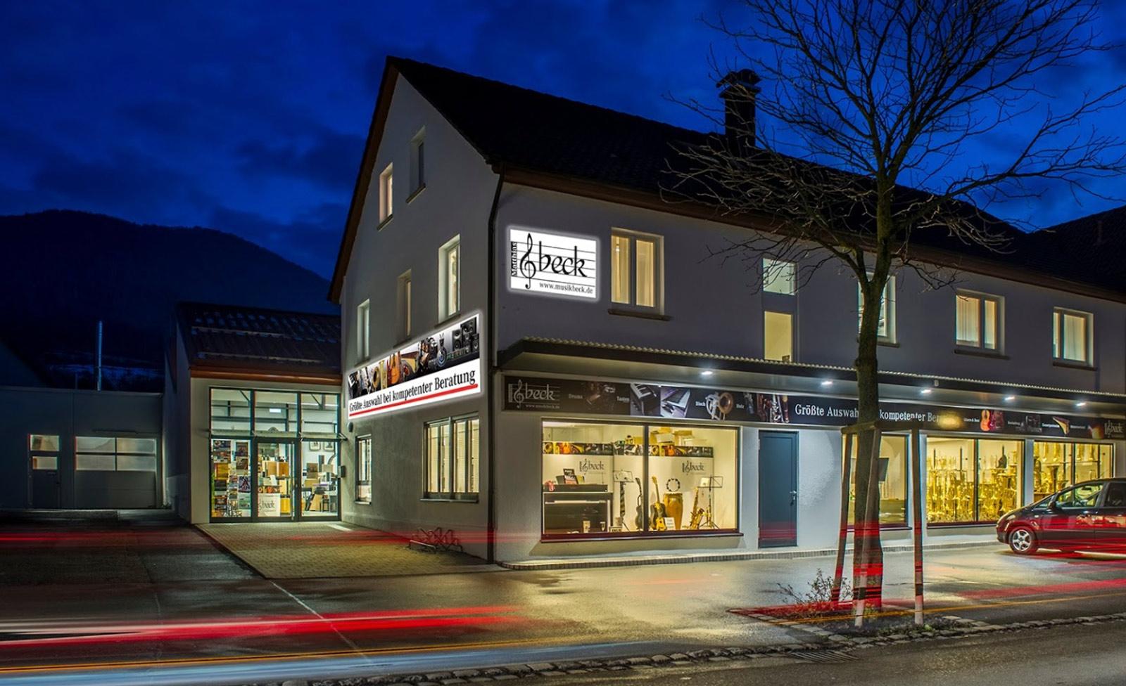 Musikhaus Beck mit großer Meisterwerkstatt. Größte Auswahl bei kompetenter Beratung. Viele Parkplätze direkt am Haus und in der direkten Umgebung.