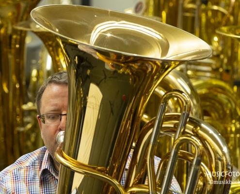 Tuba, Tuba, Tuba ... Tubaworkshop mit Peter Laib, Moop Mama und die Egerländer im Musikhaus Beck.
