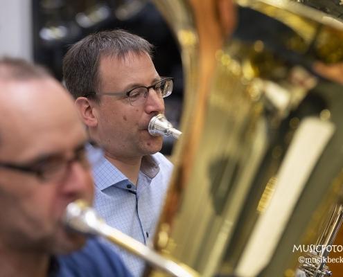 Ensemblespiel. Tubaworkshop mit Peter Laib, Moop Mama und die Egerländer im Musikhaus Beck.
