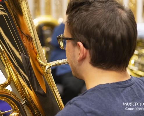 Tubisten benötigen keinen Ansatz-Kontrollspiegel. Da passt so manch anderes Instrument rein! Tubaworkshop mit Peter Laib, Moop Mama und die Egerländer im Musikhaus Beck.