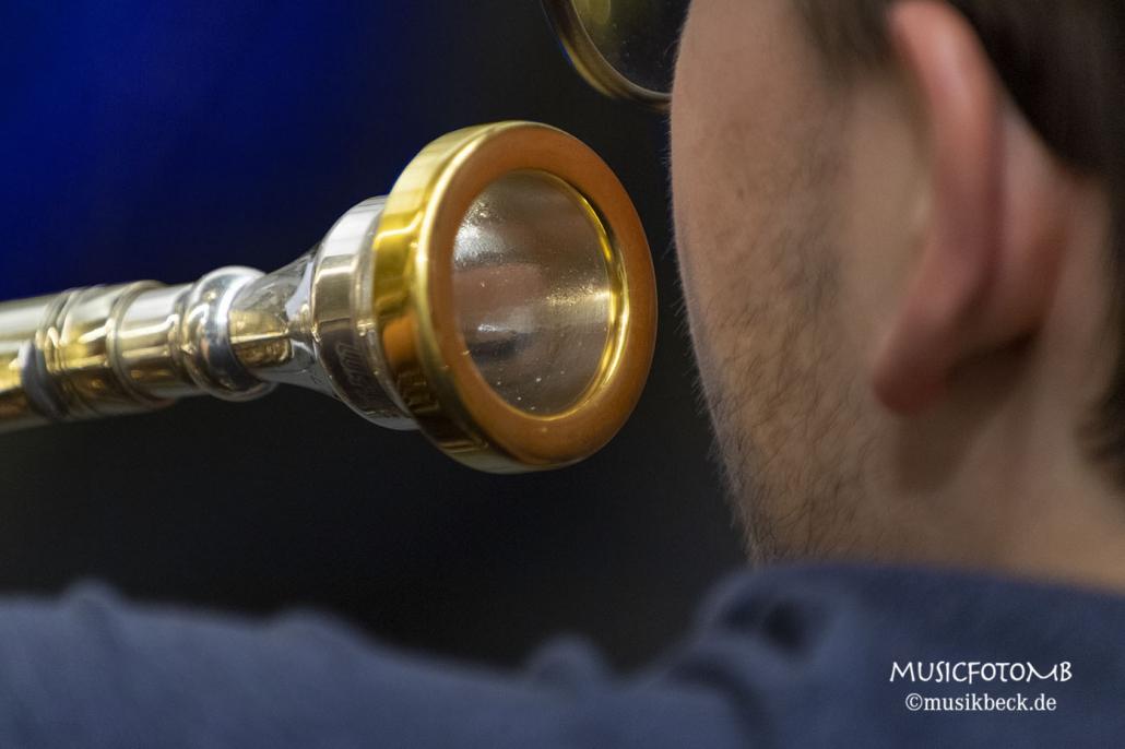 Tubamundstück. Da passt so manch anderes Instrument rein! Tubaworkshop mit Peter Laib, Moop Mama und die Egerländer im Musikhaus Beck.
