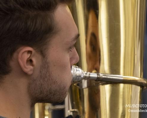 Tubisten haben immer einen Spiegel dabei! Tubaworkshop mit Peter Laib, Moop Mama und die Egerländer im Musikhaus Beck.