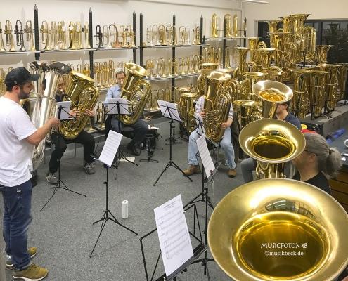 Tubaworkshop mit Peter Laib, Moop Mama und die Egerländer im Musikhaus Beck.