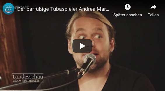 Der barfüßige Tubist Andreas Martin Hofmeir