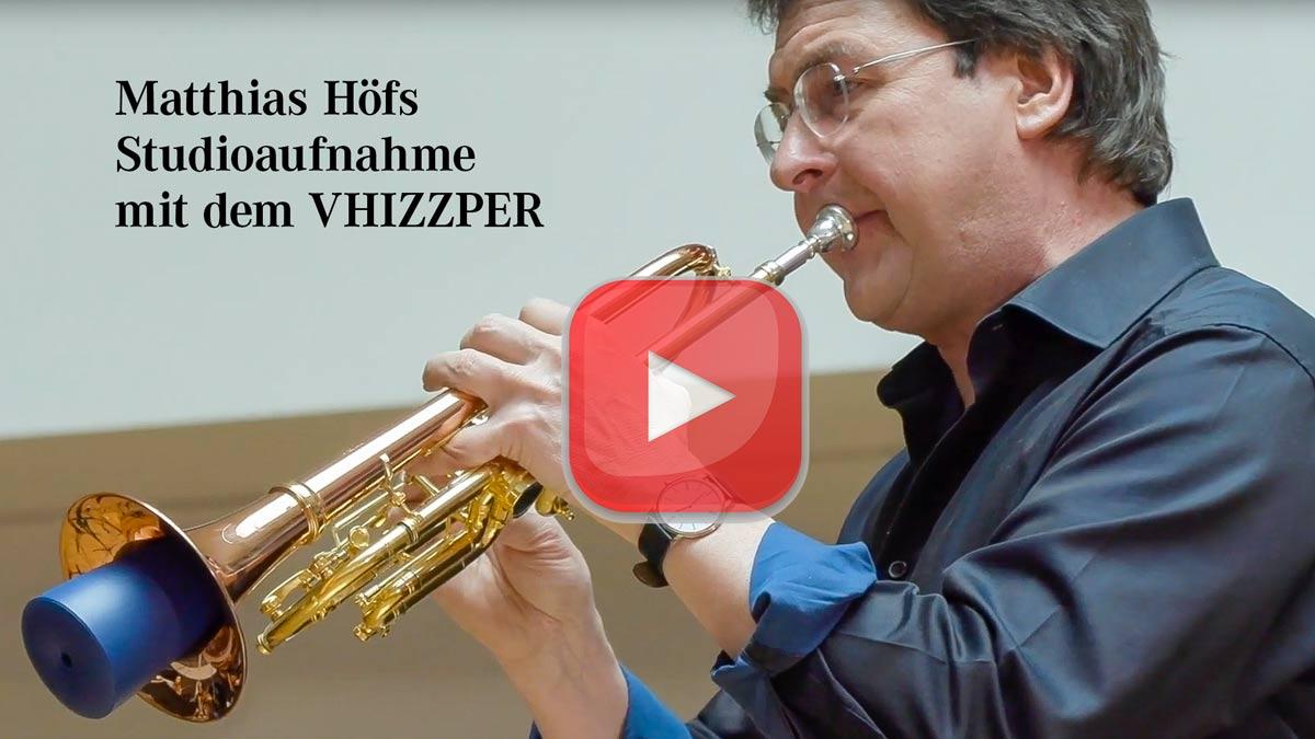 Matthias Höfs mit dem VHIZZPER bei einer Studioaufnahme