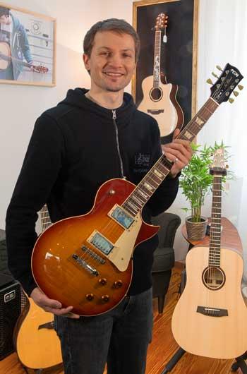 Benni Traub Gitarrenspezialist im Musikhaus Beck